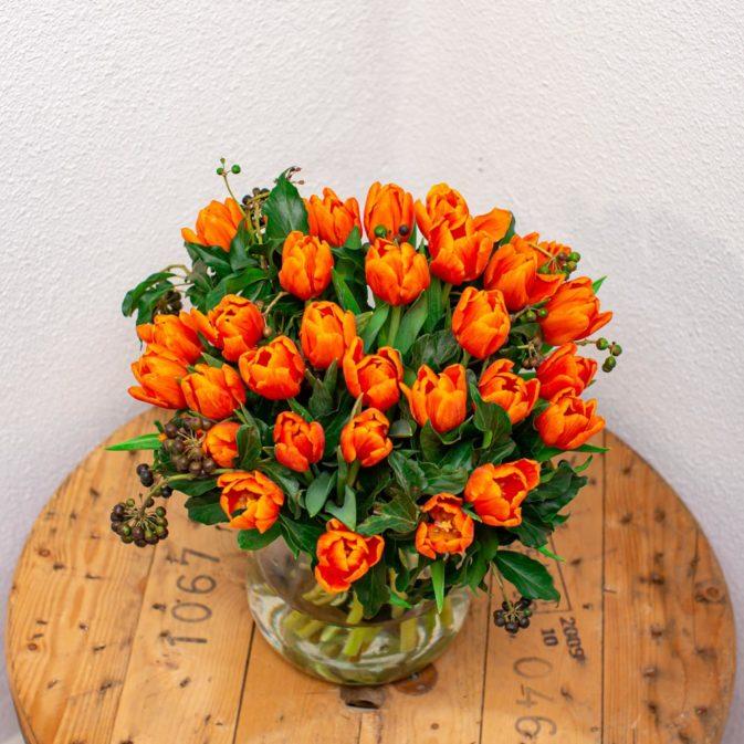 oranje tulpen boven bloemen bezorgen