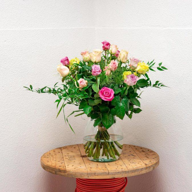 gekleurde rozen vooraanzicht