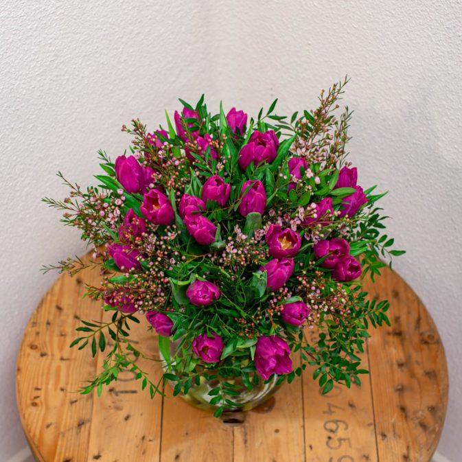 paarse tulpen boven bloemen bezorgen