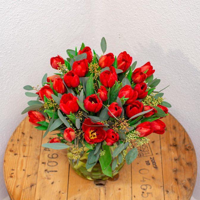 rode tulpen boven bloemen bezorgen