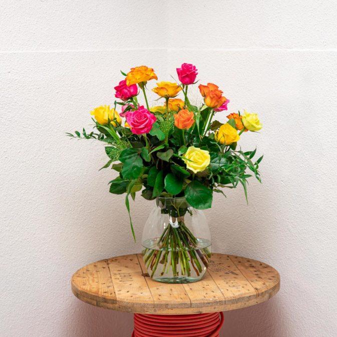 gekleurde rozen vooraanzicht romanticus