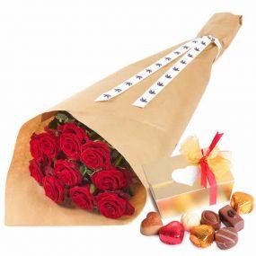 Rode rozen met bonbons