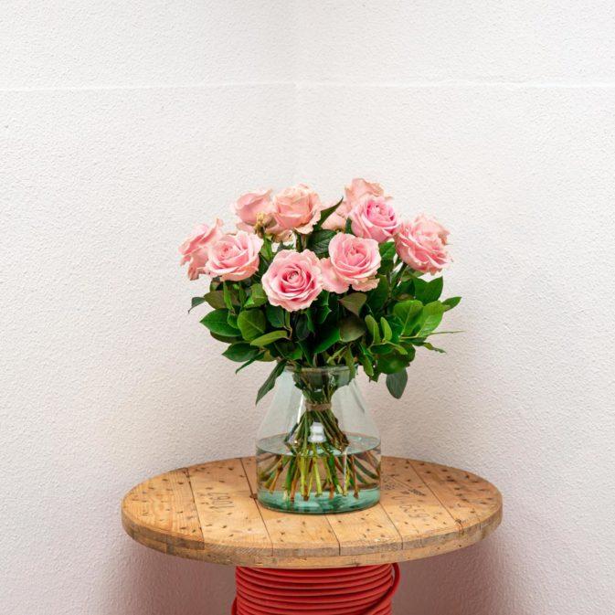 lichtroze rozen vooraanzicht